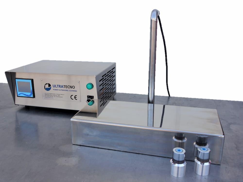 Emettitori ultrasonici e trasduttori